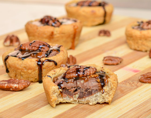 Pecan Chocolate Turtle Cookie Cup/ Eggless Turtle Cookie Cup Recipe