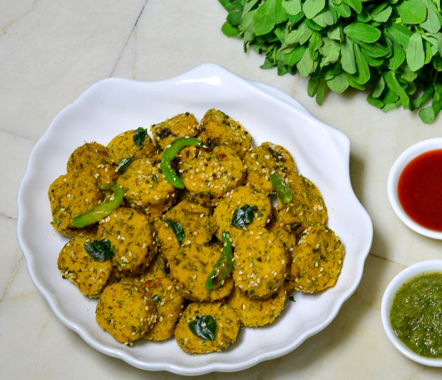 Methi Muthiya Recipe/ Gujrati Steamed Methi Muthia