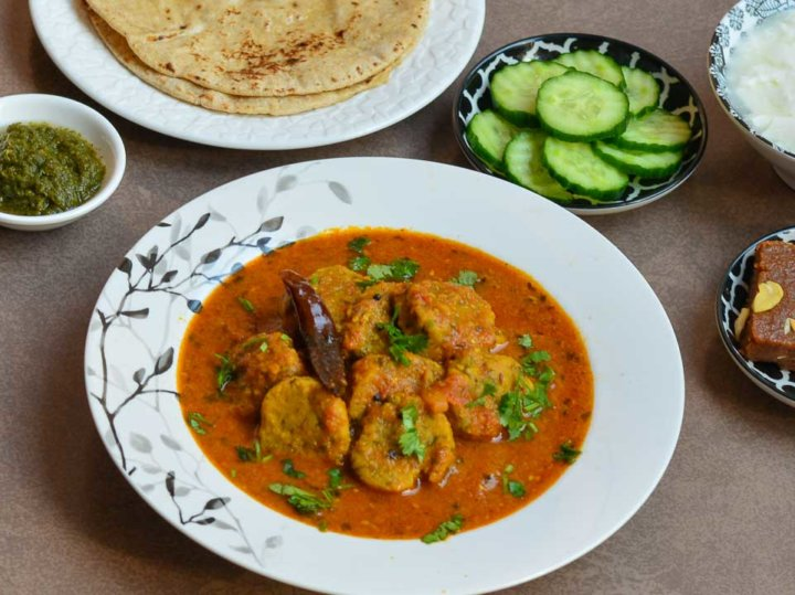Methi Muthiya Curry / Gujarati Muthiya In Punjabi Red Curry